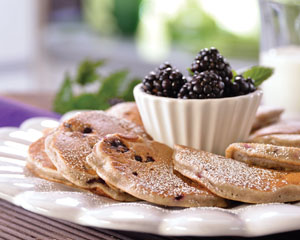 Blackberry pancakes with walnuts